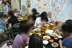 子ども食堂627食事風景1