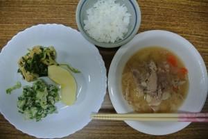子ども食堂食事0116