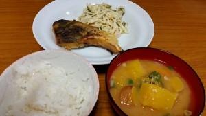 子ども食堂食事0129